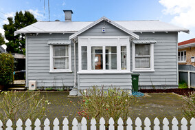 SOLD - 84a Cook St, Hamilton East$350,000